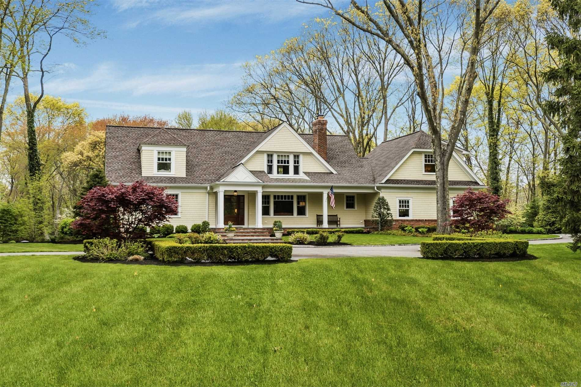 Residential For Sale in 7 Crosby Pl, Cold Spring Hrbr, NY ,11724