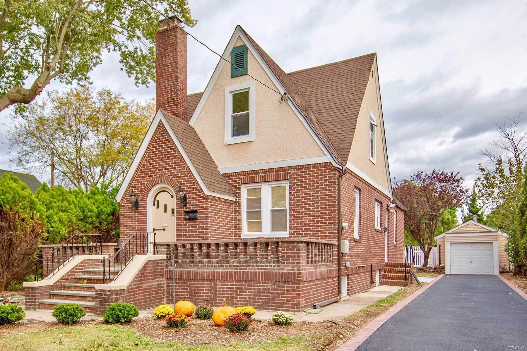 Residential For Sale in 1189 Maple Ave, S. Hempstead, NY ,11550