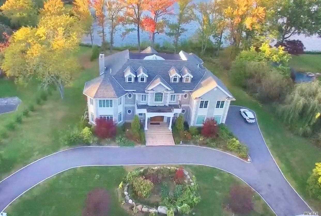 Residential For Sale in 17 Lake Rd, Great Neck, NY ,11020