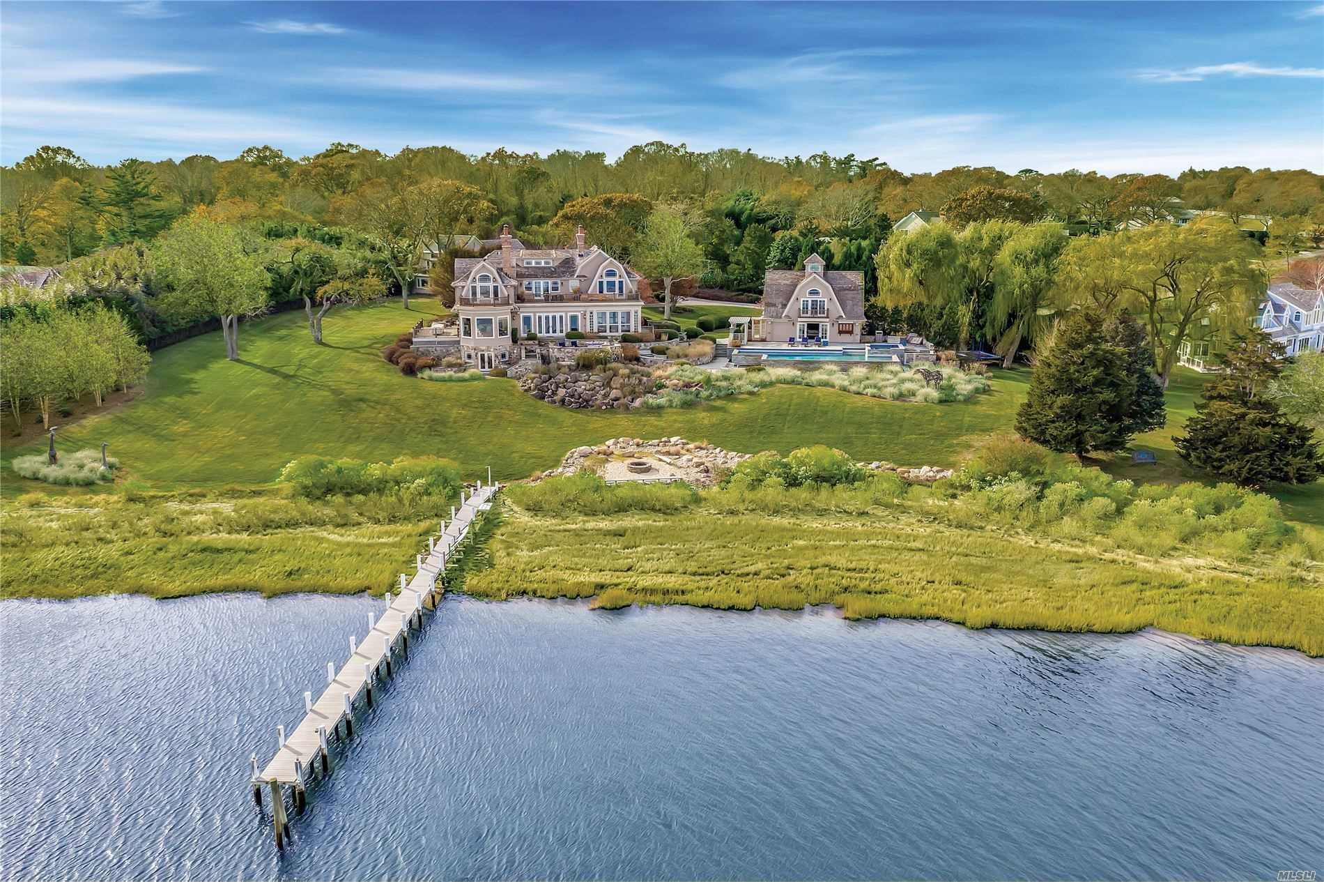 Residential For Sale in 10 Lari Ln, Shelter Island, NY ,11964