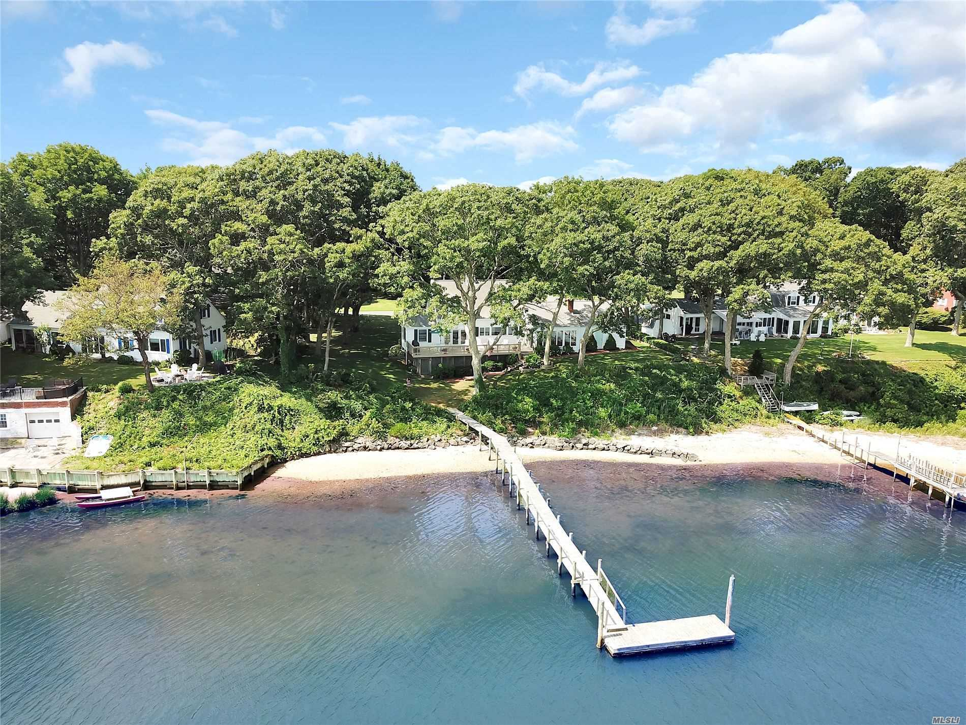 Residential For Sale in 1515 Calves Neck Rd, Southold, NY ,11971