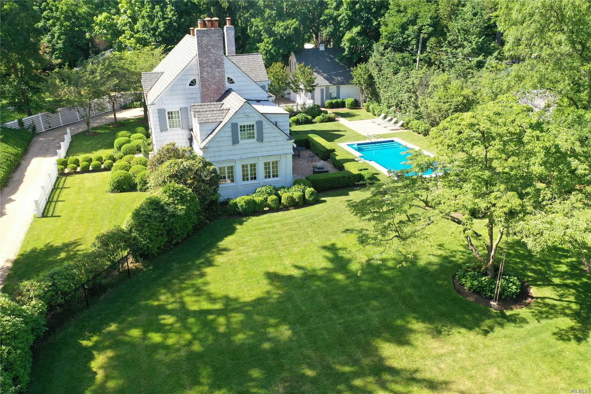 Residential For Sale in 25 Saint Pauls Pl, Hempstead, NY ,11550