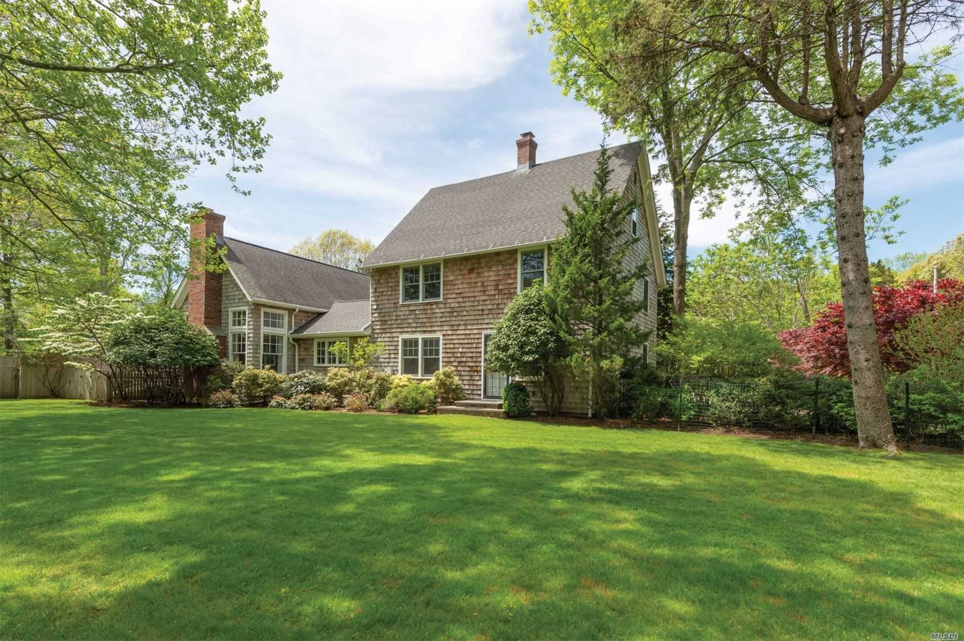 Residential For Sale in 929 Springs Fireplac, East Hampton, NY ,11937