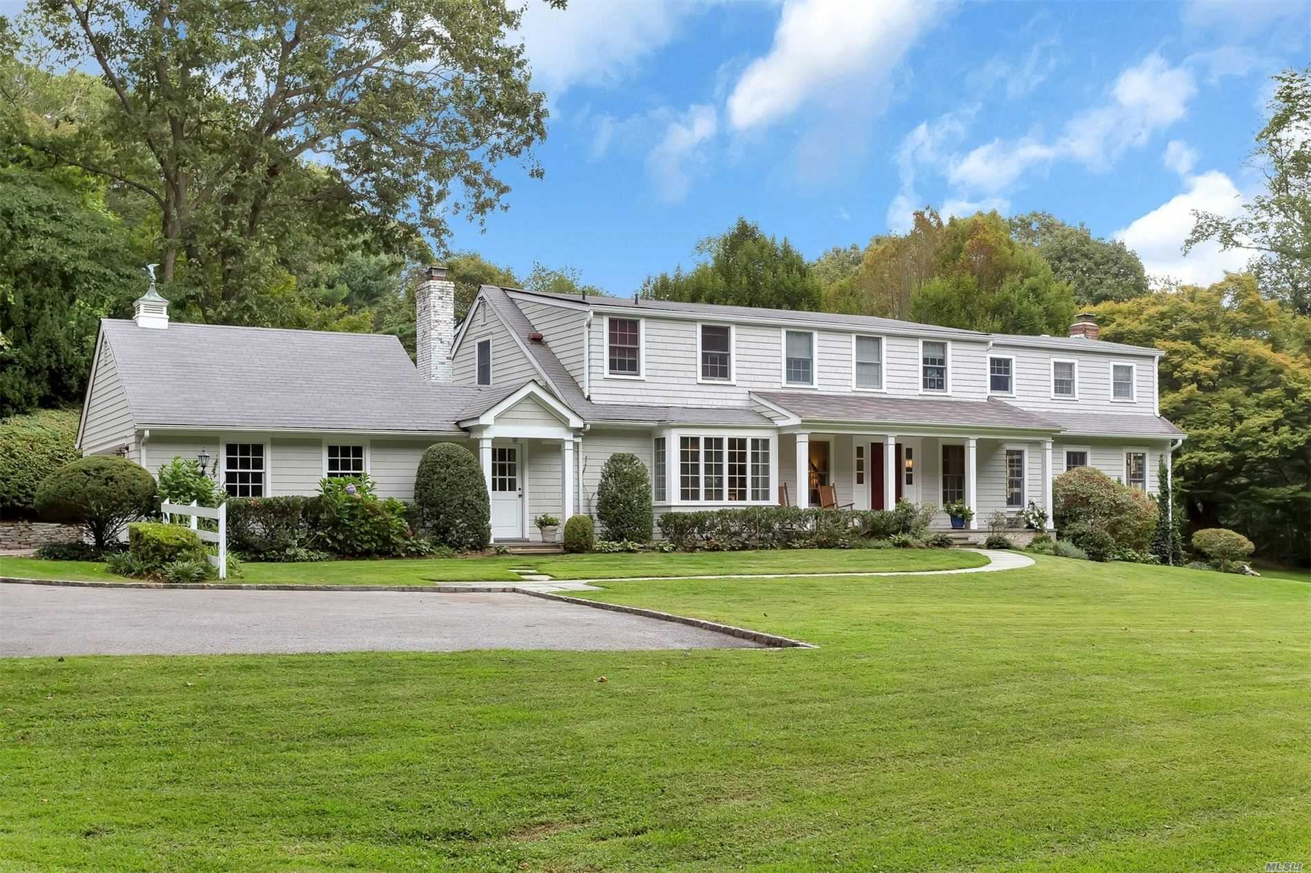 Residential For Sale in 36 Wellington Rd, Matinecock, NY ,11560