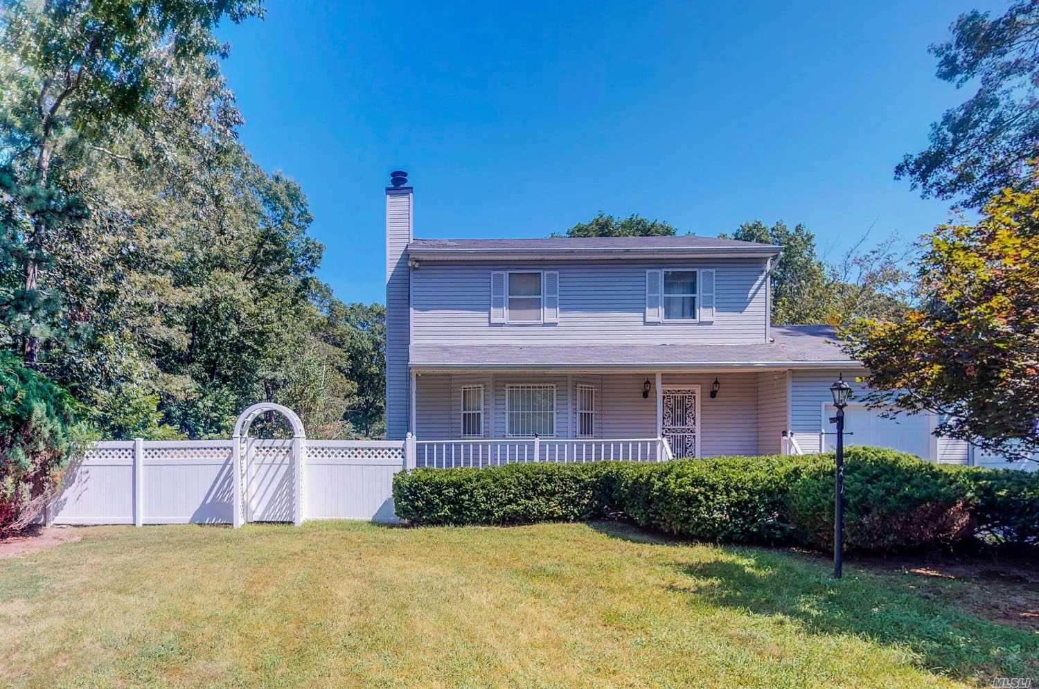 Residential For Sale in 62 Oak Ave, Shirley, NY ,11967