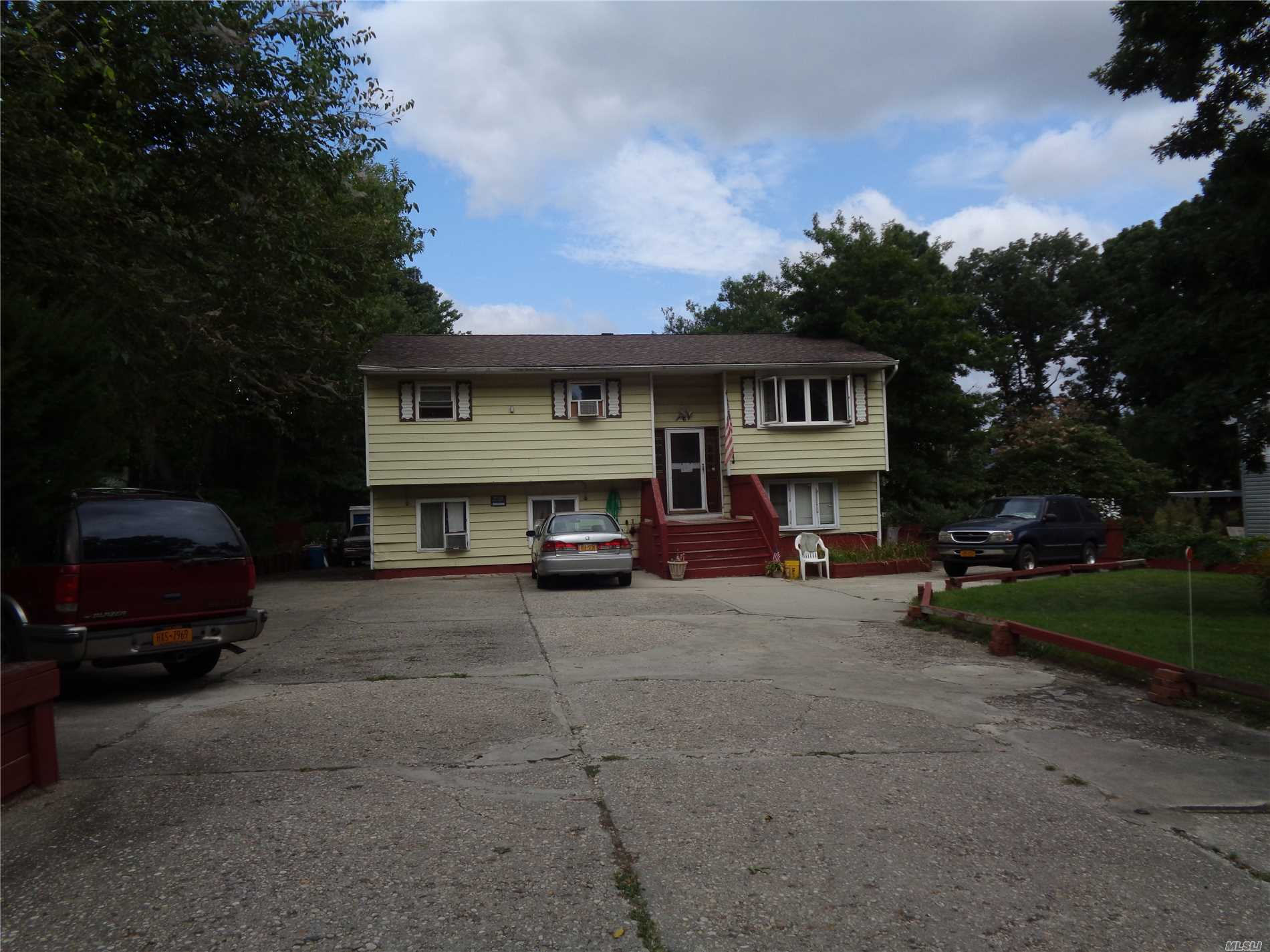 Residential For Sale in 6 Bayonne Ave, Central Islip, NY ,11722