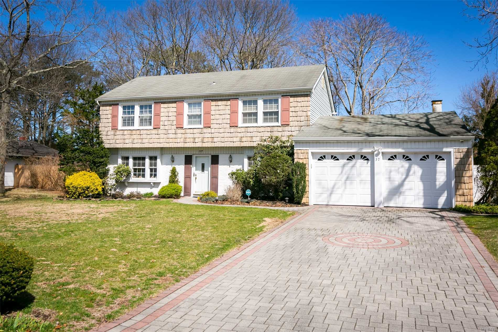 Residential For Sale in 37 Westbrook Rd, Coram, NY ,11727