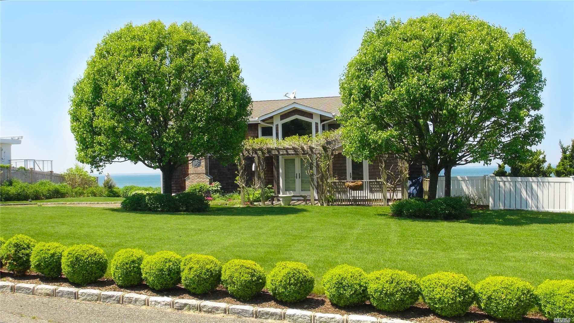 Residential For Sale in 18 Peconic Cres, Hampton Bays, NY ,11946