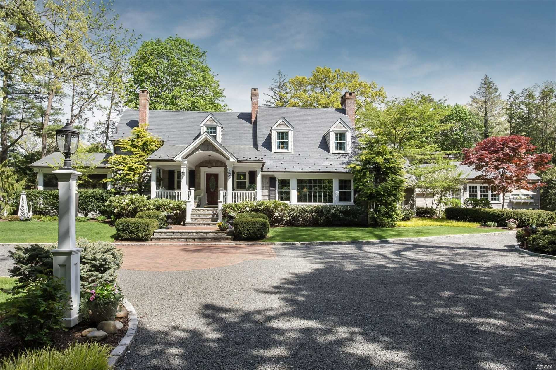 Residential For Sale in 36 Taylor Rd, Huntington Bay, NY ,11743