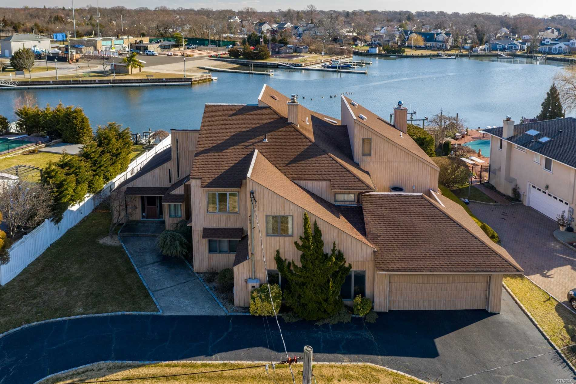 Residential For Sale in 123 Whitewood Drive, Massapequa Park, NY ,11762