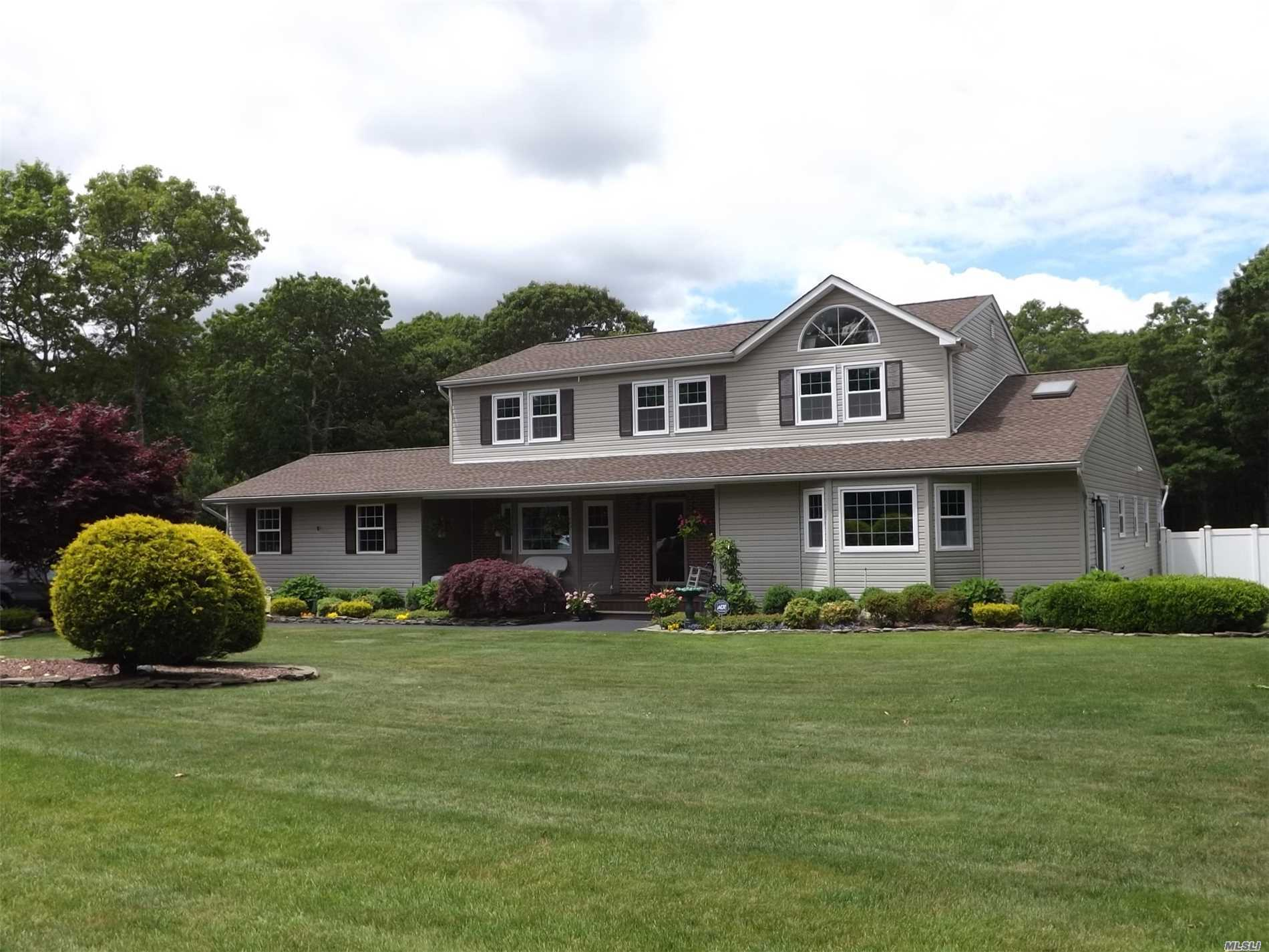 Residential For Sale in 38 Carmen View Dr, Shirley, NY ,11967