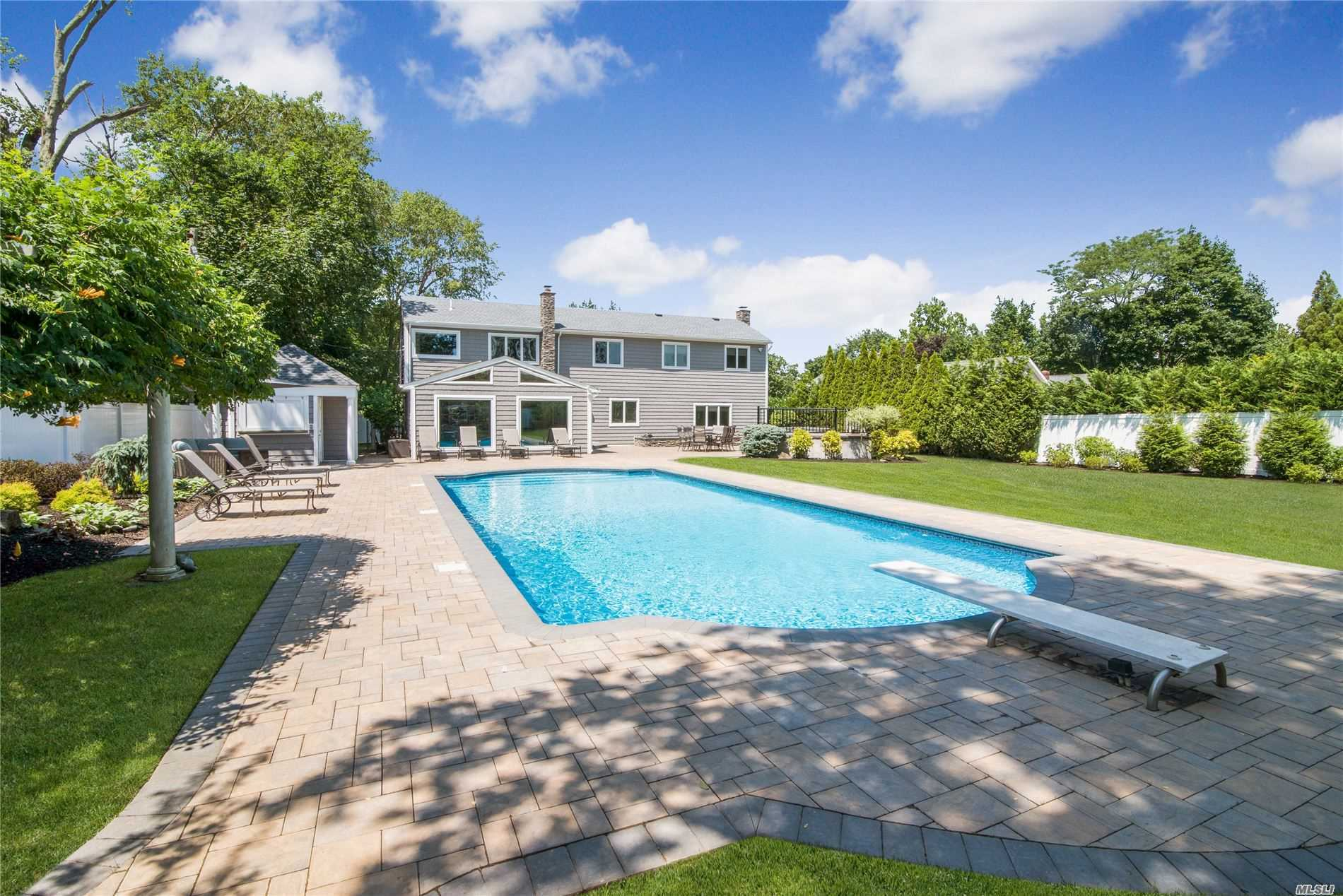 Residential For Sale in 3 Cross Bow Ln, Commack, NY ,11725