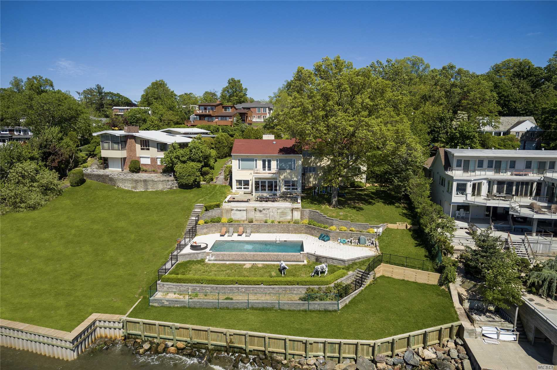 Residential For Sale in 30 Shorecliff Pl, Great Neck, NY ,11023
