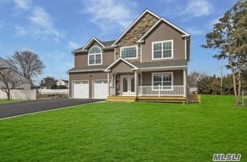 Residential For Sale in 14 St. James Rd, Lake Grove, NY ,11755