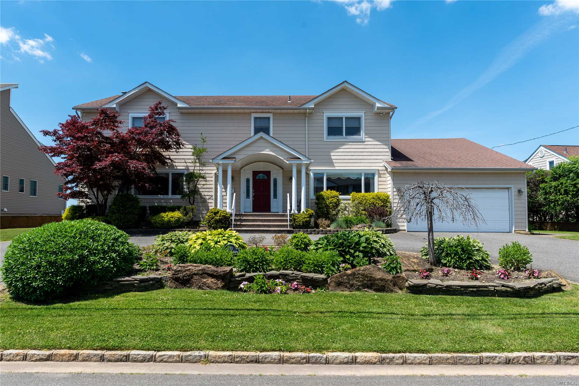 Residential For Sale in 310 Riviera Dr S, Massapequa, NY ,11758