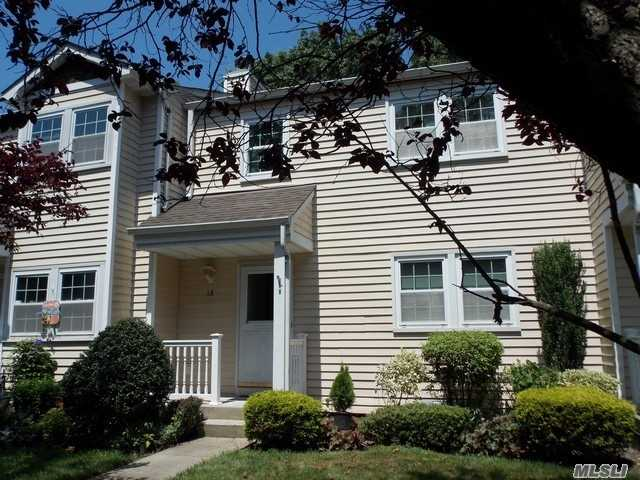 Condominium for sale in 18 Stone Commons Cmns, Yaphank, NY ,11980