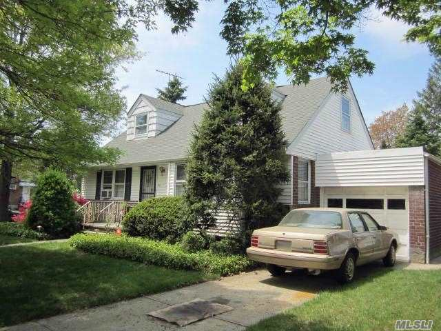 Residential For Sale in 40 Cherry Valley S Ave, W. Hempstead, NY ,11552