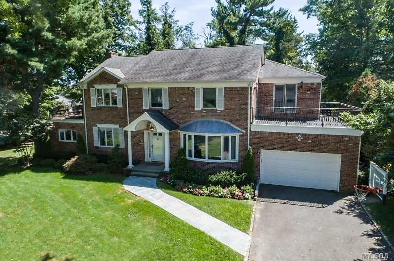 Residential For Sale in 21 Hawthorne Ln, Great Neck, NY ,11023