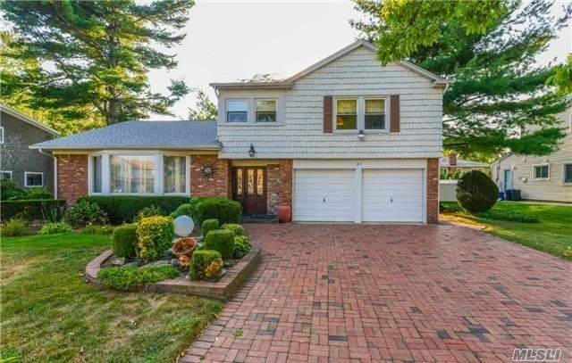 Residential For Sale in 41 Meadowfarm Rd, Manhasset Hills, NY ,11040