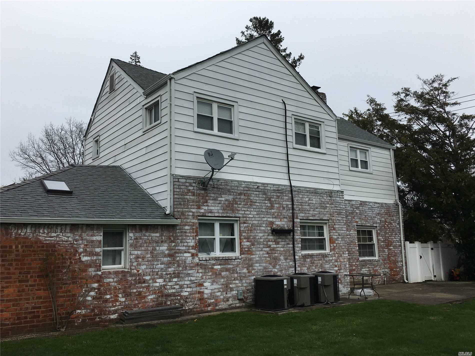 Residential For Sale in 241 Union, Lynbrook, NY ,11563