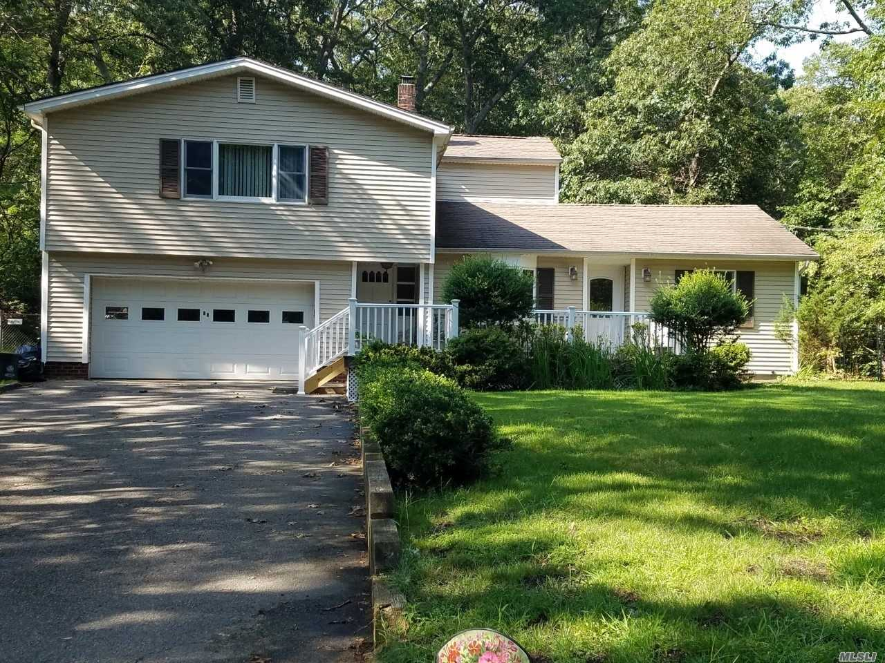 Residential For Sale in 47 Shannon Boulevard, Yaphank, NY ,11980