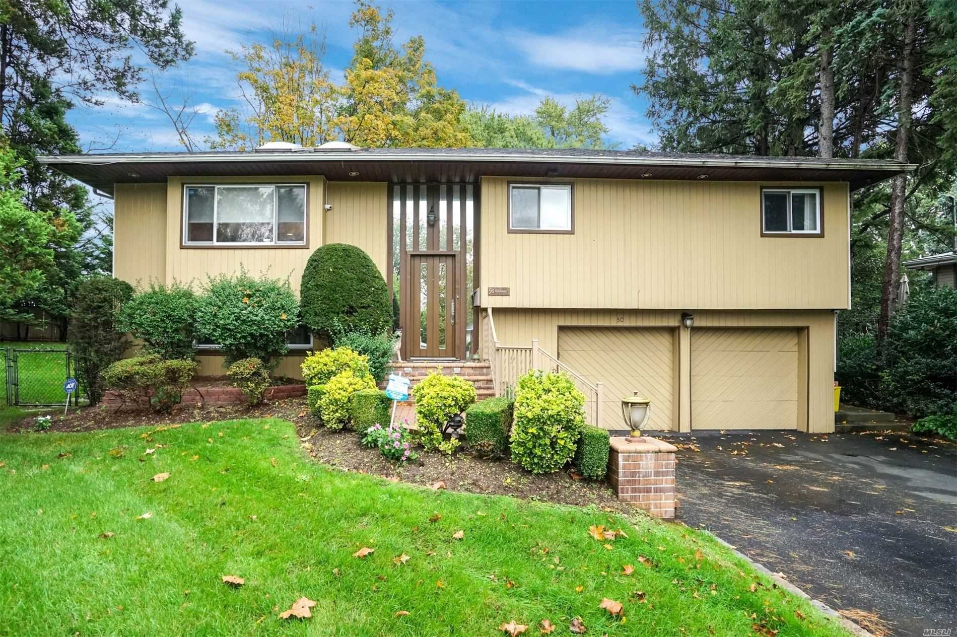 Residential For Sale in 50 Schoharie Ct, Jericho, NY ,11753