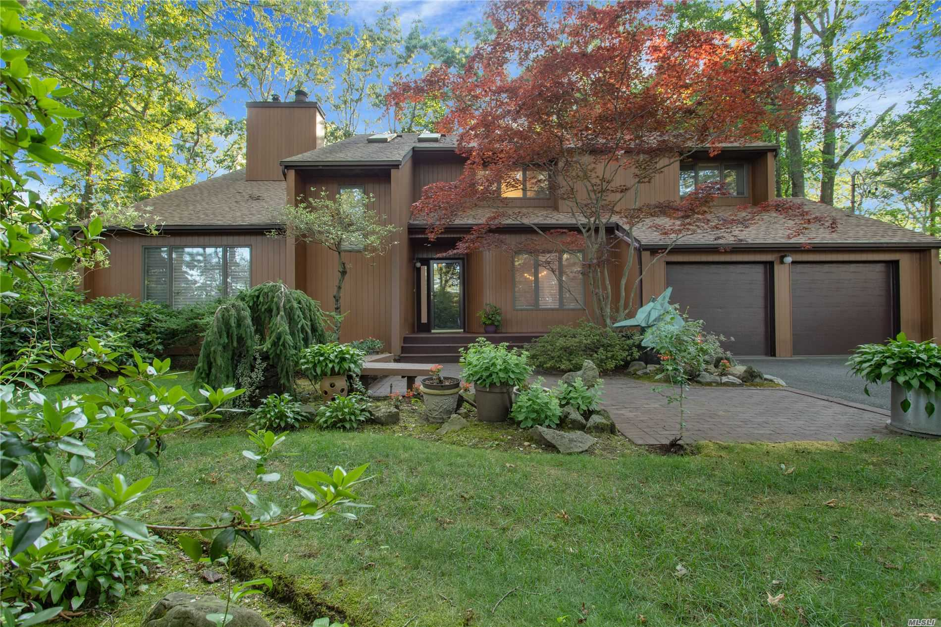 Residential For Sale in 32 Richie Court N, St. James, NY ,11780