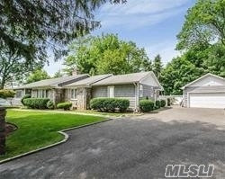 Residential For Sale in 12 Furman Pl, East Norwich, NY ,11732