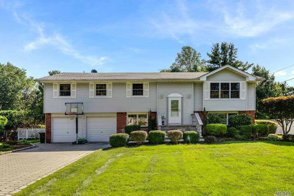 Residential For Sale in 8 Hammond Rd, E. Northport, NY ,11731
