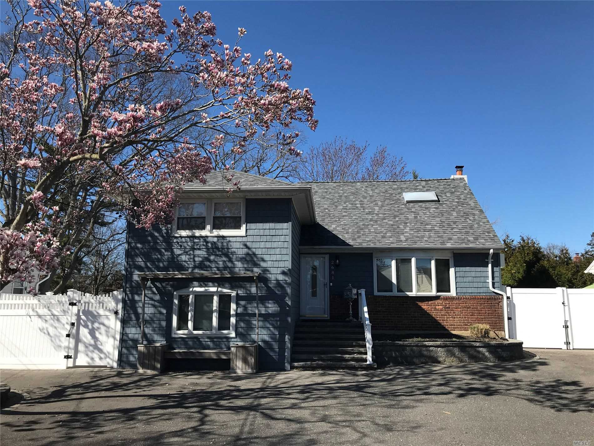 Residential For Sale in 2681 Doris Avenue, N. Bellmore, NY ,11710