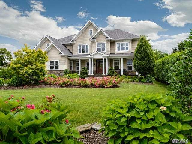 Residential For Sale in 147 Eaton Ln, West Islip, NY ,11795