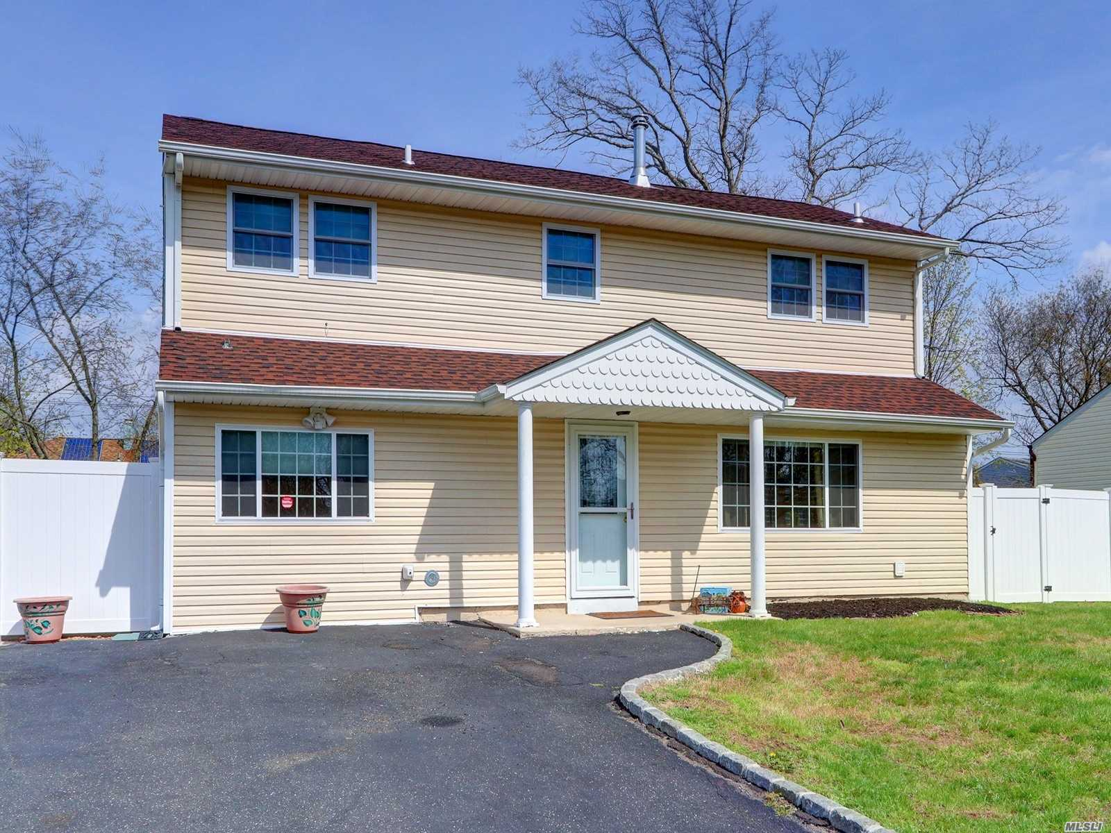 Residential For Sale in 195 Leaf Ave, Central Islip, NY ,11722