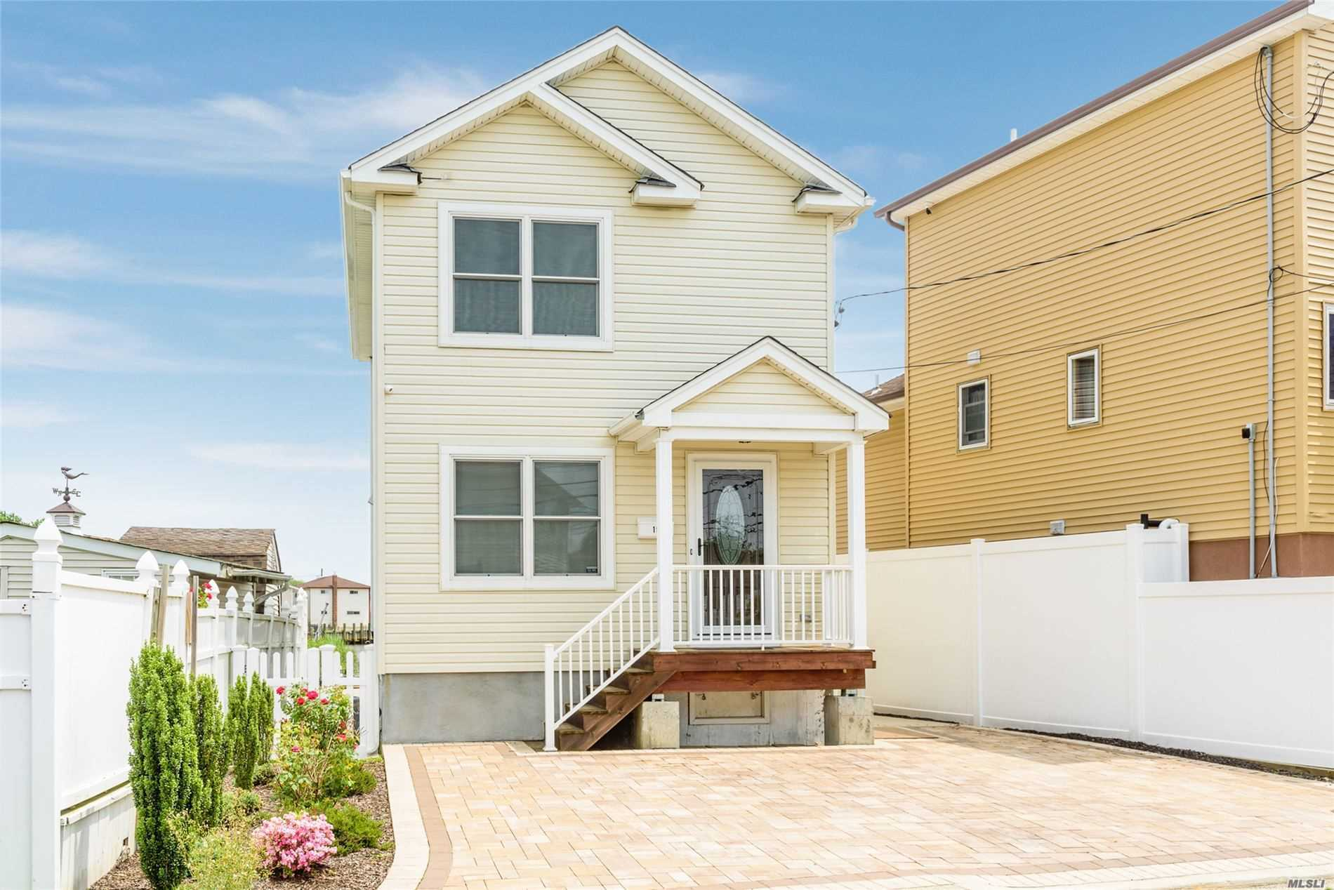 Residential For Sale in 19 North S Rd, Bellmore, NY ,11710