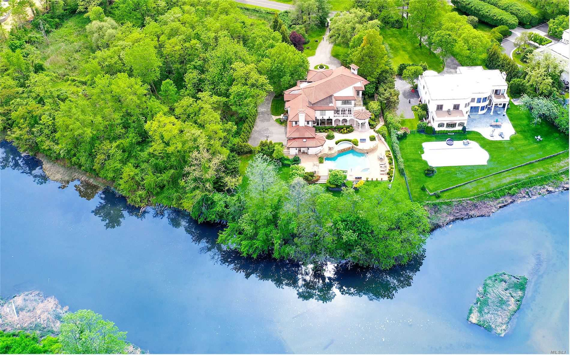 Residential For Sale in 17 Split Rock Dr, Great Neck, NY ,11024