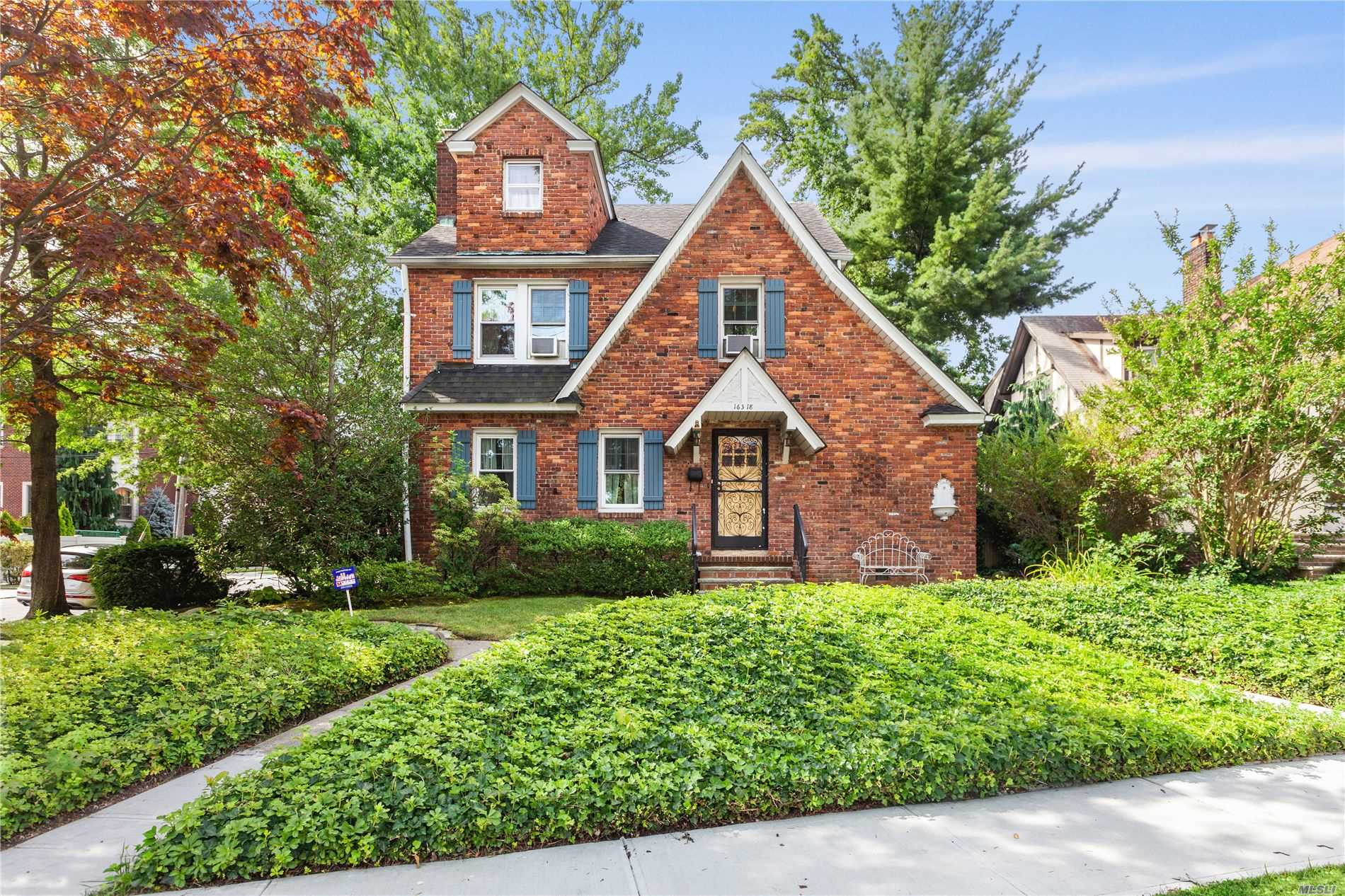 Residential For Sale in 16318 Cryders Ln, Beechhurst, NY ,11357