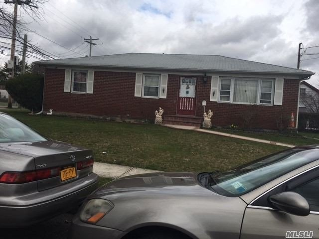 Residential For Sale in 1025 Fayette St, Uniondale, NY ,11553