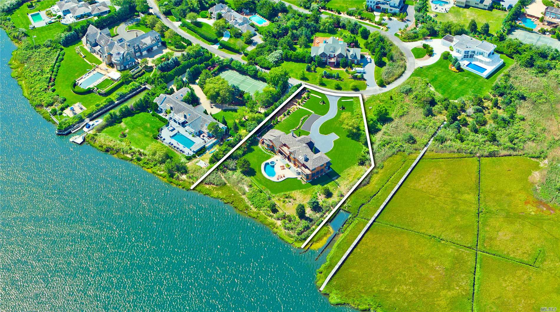 Residential For Sale in 12 Old Meadow Bnd, Westhampton Bch, NY ,11978
