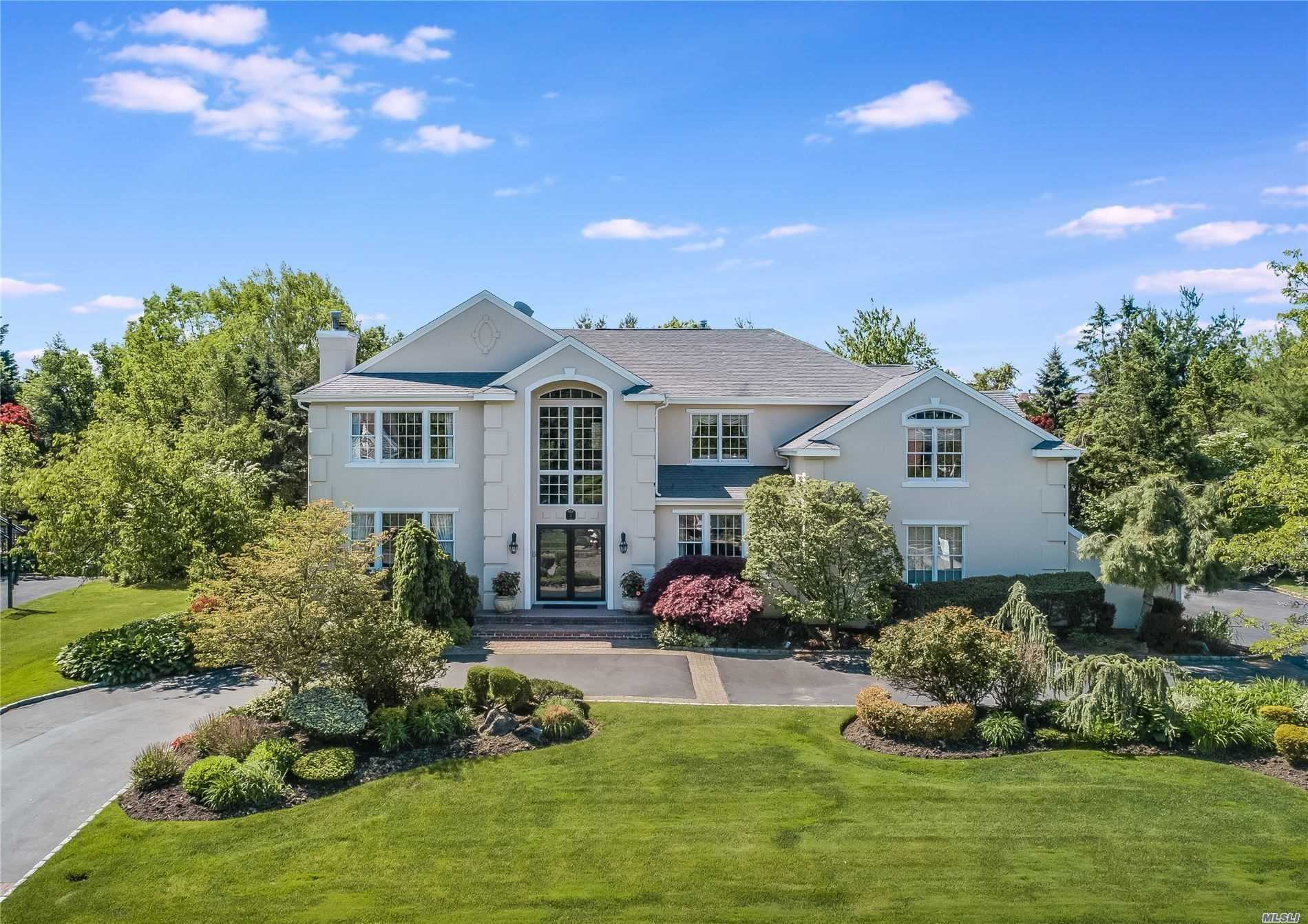 Residential For Sale in 5 Woodbury Farms Dr, Woodbury, NY ,11797