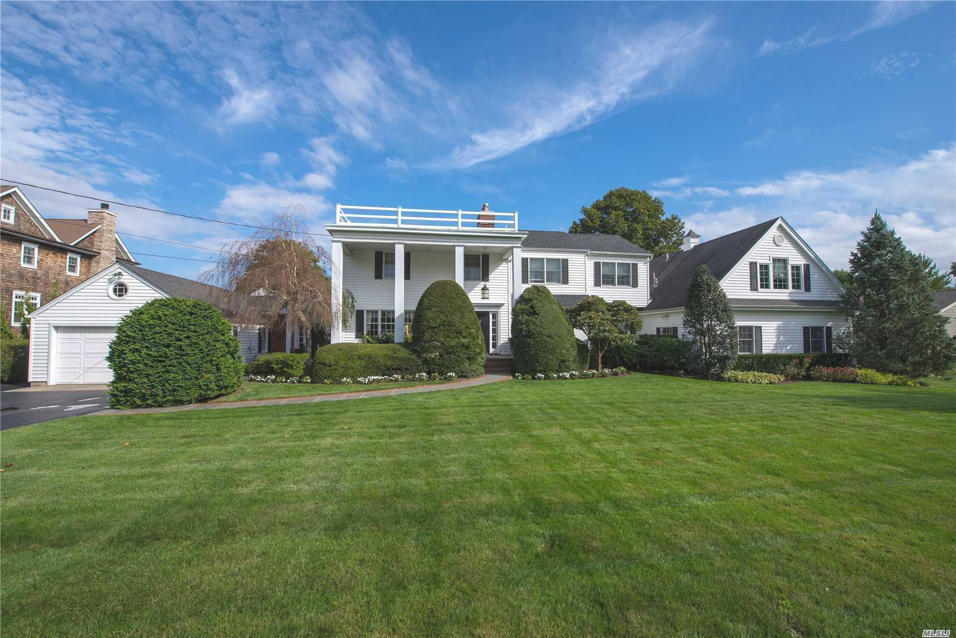 Residential For Sale in 251 Willetts Ln, West Islip, NY ,11795