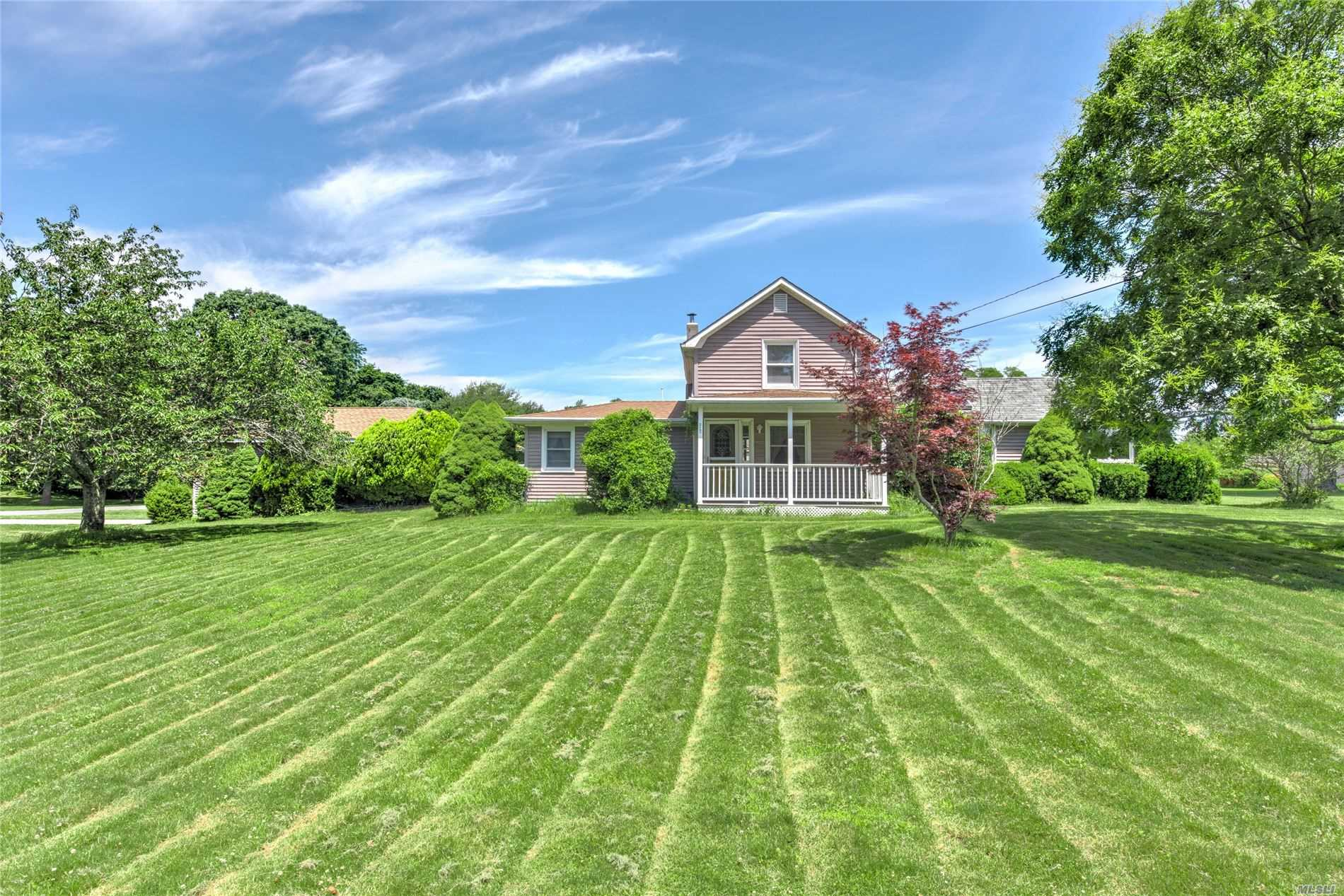 Residential For Sale in 4175 New Suffolk Ave, Mattituck, NY ,11952