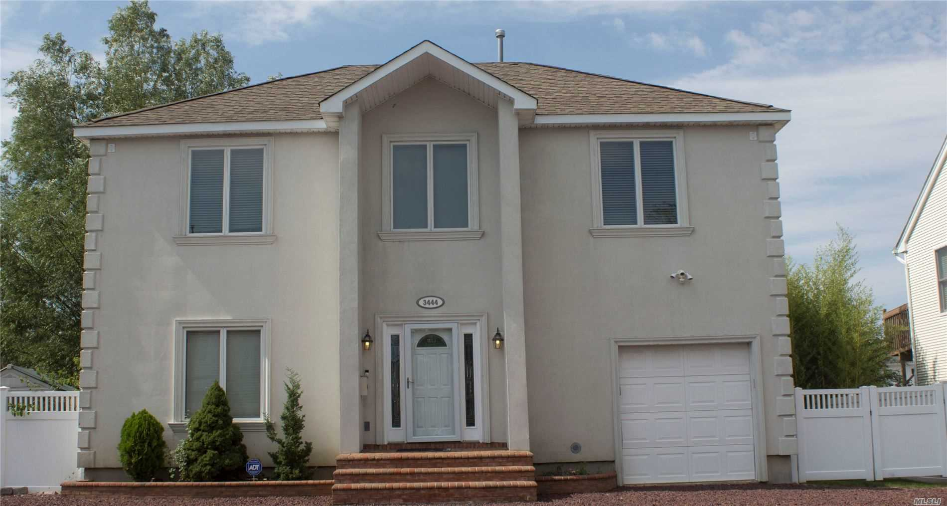Residential For Sale in 3444 Parkway Dr, Baldwin, NY ,11510