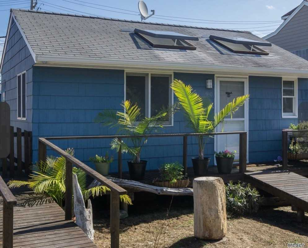Residential For Sale in 910 Evergreen, Ocean Beach, NY ,11770
