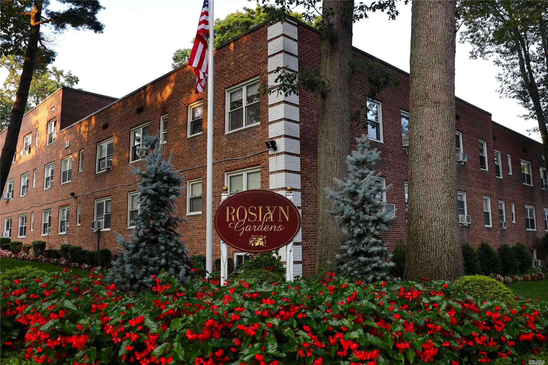 Condominium for sale in 63 Edwards St, Roslyn Heights, NY ,11577