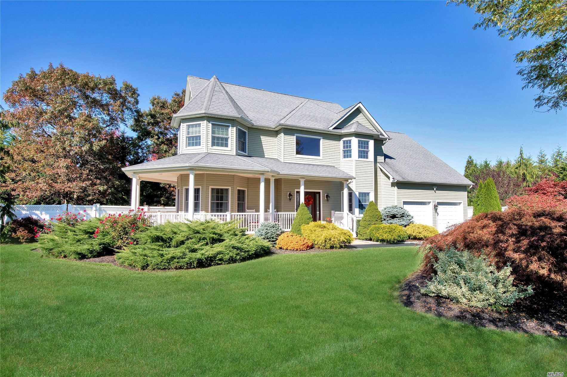 Residential For Sale in 17 Gibbons Ct, Sayville, NY ,11782