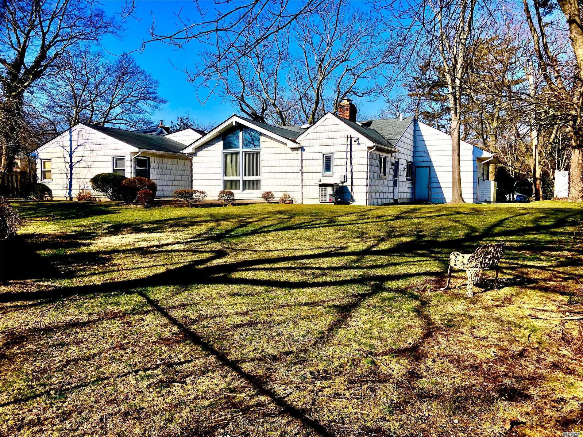 Residential For Sale in 941 Tee Court, Woodmere, NY ,11598