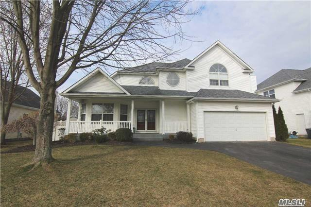 Residential For Sale in 53 Blueberry Ridge Dr, Holtsville, NY ,11742