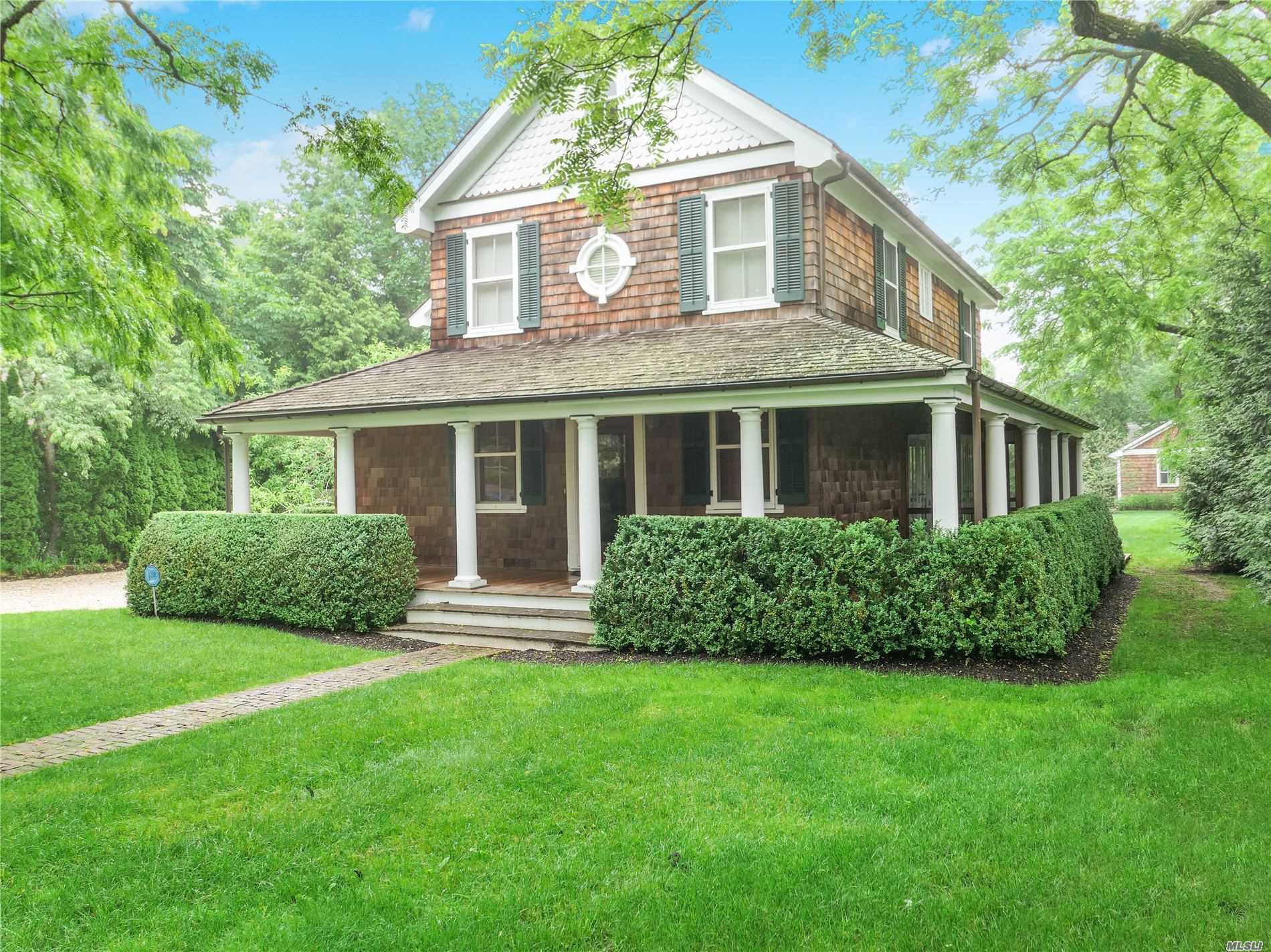 Residential For Sale in 3 Browns Ln, Bellport Village, NY ,11713