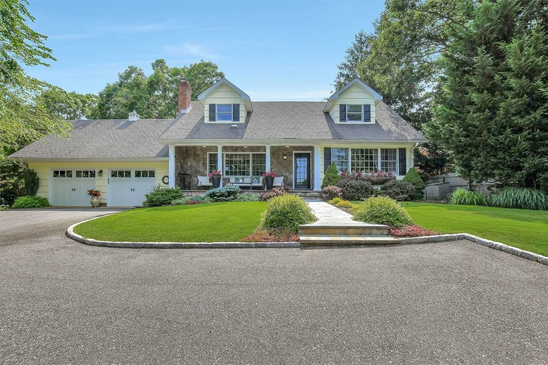Residential For Sale in 5270 Nassau Point Rd, Cutchogue, NY ,11935