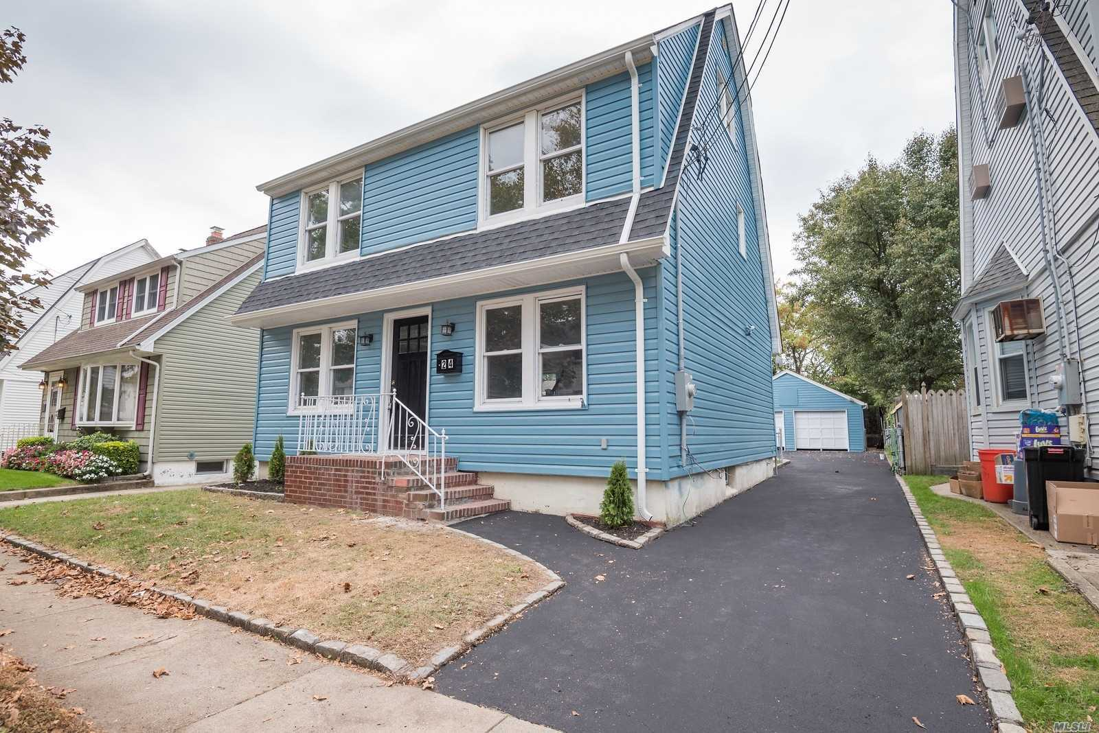 Residential For Sale in 24 Amherst St, Williston Park, NY ,11596