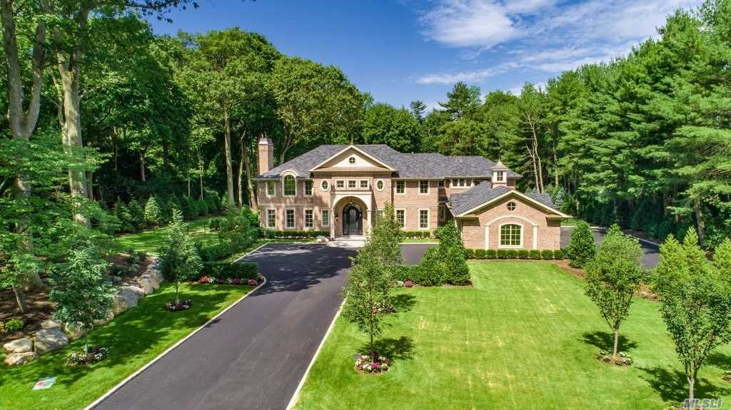 Residential For Sale in 6 Carriage Dr, Old Westbury, NY ,11568